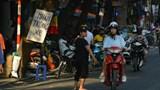 """Giá trông xe """"cắt cổ"""" quanh khu vực chợ Trung thu phố cổ Hà Nội"""