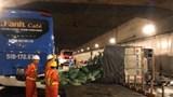 [Video] Khoảnh khắc xe tải đâm đuôi xe khách, lật nghiêng trong hầm Thủ Thiêm