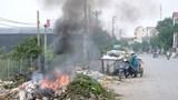 Ngang nhiên đốt rác giữa lòng đường gây cản trở giao thông