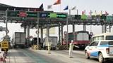 Xử phạt xe không dán thẻ đi vào làn thu phí không dừng: Quyết định gây tranh cãi