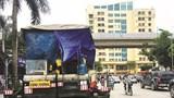Xe thi công đường gây cản trở giao thông