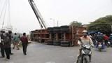 Hà Nội: Kinh hãi xe container bị tàu hỏa đâm đứt đôi ở Thường Tín