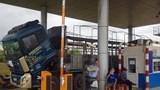 """Hàng chục tài xế """"vờ"""" hỏng xe để vây trạm, BOT Ninh Xuân tê liệt"""