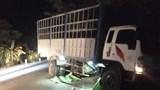 Xe tải tông văng 2 xe máy, 3 thiếu niên tử vong