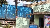 Xe đầu kéo tông sập 2 căn nhà, tài xế tử vong trong cabin