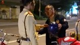 Hà Tĩnh: Người đàn ông ngoại quốc tham gia giao thông bằng xe đạp bị phạt vì nồng độ cồn