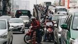 """Sân bay Tân Sơn nhất """"tê liệt"""": Nhà ga chật ních, các tuyến đường kẹt xe nghiêm trọng"""