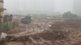 Hà Nội: Bùn đất rơi vãi trên đường Hoàng Tăng Bí, tiềm ẩn TNGT