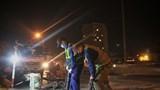 Hà Nội: Công nhân xuyên đêm sửa đường Vành đai 3 trên cao