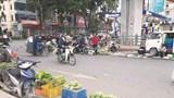 [Điểm nóng giao thông] Chợ cóc trên mặt cầu