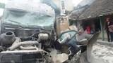Xe tải mất lái lao vào nhà dân ven đường