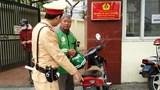 Cảnh sát giao thông xử lý xe máy che biển kiểm soát