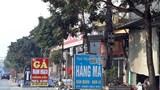 Huyện Thanh Oai: Vỉa hè phố Vác bị chiếm dụng đẩy người đi bộ xuống lòng đường