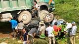 Người dân giải cứu kịp thời 3 người nguy kịch mắc kẹt trong ca bin xe bán tải