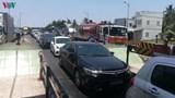 Nhiều chủ phương tiện không mua vé qua trạm BOT Rạch Miễu gây ùn tắc