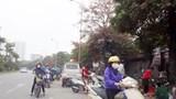 Chợ tạm trên đường Lê Trọng Tấn gây mất an toàn giao thông