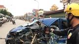 Ô tô biến dạng sau va chạm giao thông, 3 người bị thương