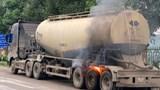 Hà Nội: Chốt kiểm soát phòng dịch kịp thời dập tắt xe bồn chở hóa chất bốc cháy