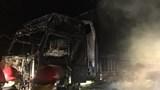 Xe container cháy rụi khi đang lưu thông trên cầu
