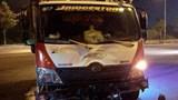 Xe tải đâm xe máy, 2 người nhập viện cấp cứu