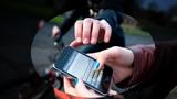 Vừa giật điện thoại, tên cướp bị tổ công tác phòng chống dịch tóm gọn