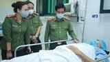 Giám đốc Công an Hà Nội thăm động viên cảnh sát bị thương khi làm nhiệm vụ phòng chống dịch
