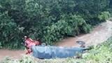 Tài xế thoát chết thần kỳ trong vụ xe đầu kéo đấu đầu rồi rơi xuống vực