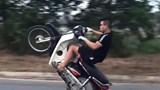 Hoài Đức: Nam thanh niên bốc đầu xe máy bị phạt 4,2 triệu đồng