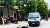 Nghệ An: Va chạm với ô tô của cảnh sát giao thông, 2 mẹ con đi xe máy nguy kịch