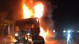 Nghệ An: Xe đầu kéo bốc cháy dữ dội trên quốc lộ 1A