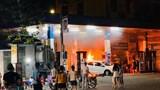 Lùi xe bất cẩn, ô tô gây cháy trạm bơm xăng lúc nửa đêm
