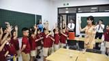 Hà Nội: Gần 1.400 học sinh tiểu học được nhận những món quà ý nghĩa từ CSGT