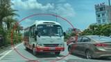 [Video] Xe khách hợp đồng bất ngờ quay ngoắt, ngang nhiên đi ngược chiều
