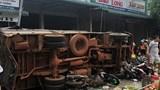 Tai nạn liên hoàn giữa 3 ô tô khiến hơn chục người thương vong