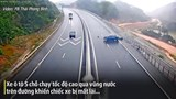 """Khoảnh khắc ô tô """"drift"""" qua vũng nước trên cao tốc Hạ Long - Vân Đồn"""