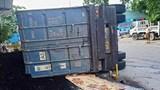 Xe đầu kéo lật đè chết 2 mẹ con đi xe máy trên quốc lộ 37