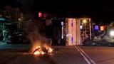 Tai nạn liên hoàn khiến xe tải bẹp dúm, xe máy cháy rụi