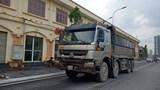 """Xe tải """"đại náo"""" nhiều tuyến đường Hà Nội"""