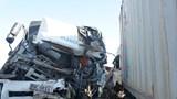 Hà Tĩnh: Ô tô tải đấu đầu container, 1 người tử vong