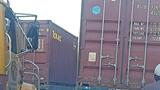 Tai nạn giao thông mới nhất hôm nay 16/7: Xe con biến dạng sau khi bị kẹp giữa 2 xe container