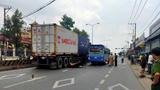 Tai nạn giao thông mới nhất hôm nay 20/7: Hai mẹ con bị cuốn vào gầm xe tải tử vong