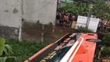 Xe khách giường nằm lật nghiêng, hơn 10 người may mắn thoát nạn