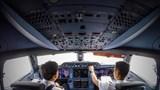 Thu nhập của phi công Vietnam Airlines hiện chỉ còn 50%
