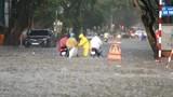 Nhiều tuyến đường Hà Nội ngập úng sau trận mưa to giờ tan tầm