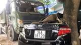 Tin tức tai nạn giao thông mới nhất hôm nay 21/8: Xe tải húc xe con bẹp dúm dính vào gốc cây