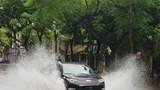 Hà Nội: Nhiều tuyến phố ngập úng sau trận mưa lớn sáng thứ Bảy