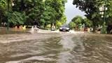 Hà Nội xuất hiện nhiều tuyến đường ngập úng sau trận mưa lớn sáng thứ Bảy