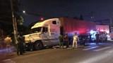 Tai nạn giao thông mới nhất hôm nay 23/8: Bị xe container cuốn vào gầm, vợ chồng tử vong tại chỗ