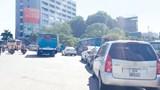 [Điểm nóng giao thông] Lộn xộn tại điểm đỗ xe buýt trạm trung chuyển Cầu Giấy