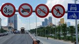Phân luồng giao thông nút giao cầu vượt Hoàng Quốc Việt - Nguyễn Văn Huyên